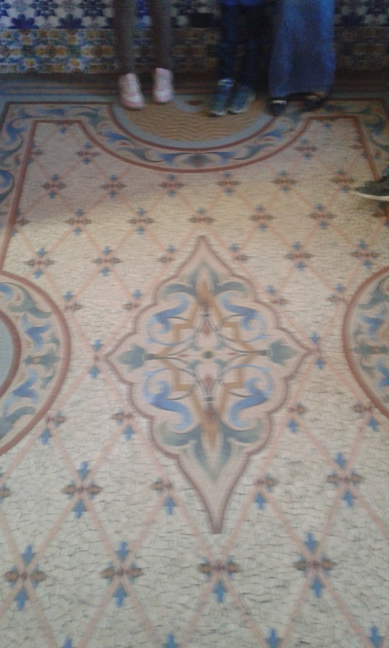 Kaunis lattia